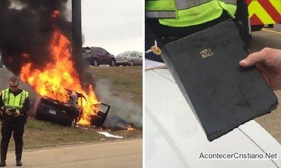 Biblia intacta en incendio de auto