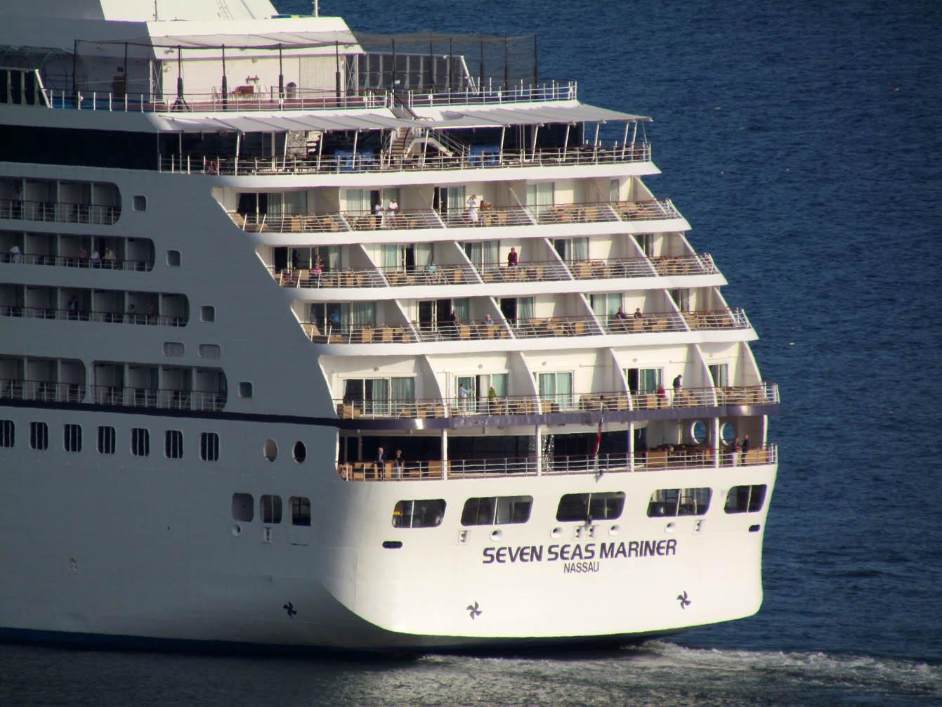 leaving Funchal calmly in Seven Seas Mariner
