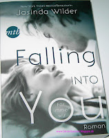 https://bienesbuecher.blogspot.de/2014/10/rezension-falling-into-you.html