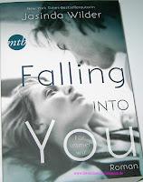 https://bienesbuecher.blogspot.de/2014/10/rezension-falling-into-you.html