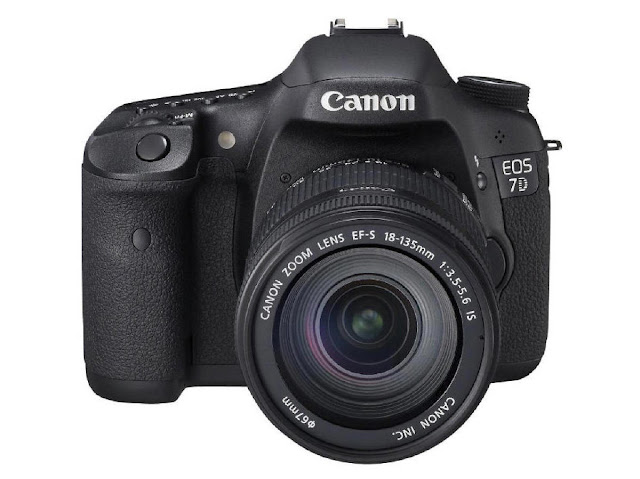 Canon EOS 7D with EF-S 18-135 f:3.5-5.6 IS lens kit