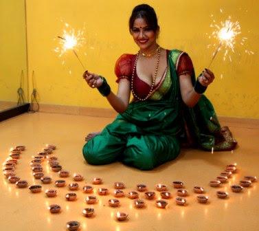 newztabloid-Nauvari-Saree-Tanisha-Singh-filmy-poster-cinemawallah