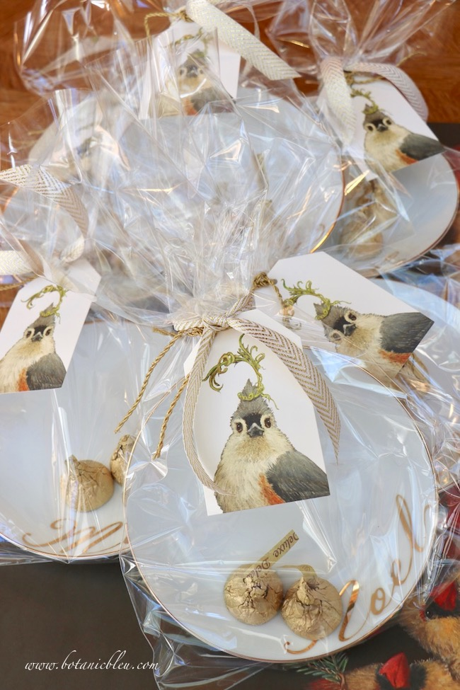 creative-christmas-gift-wrap-special-tag