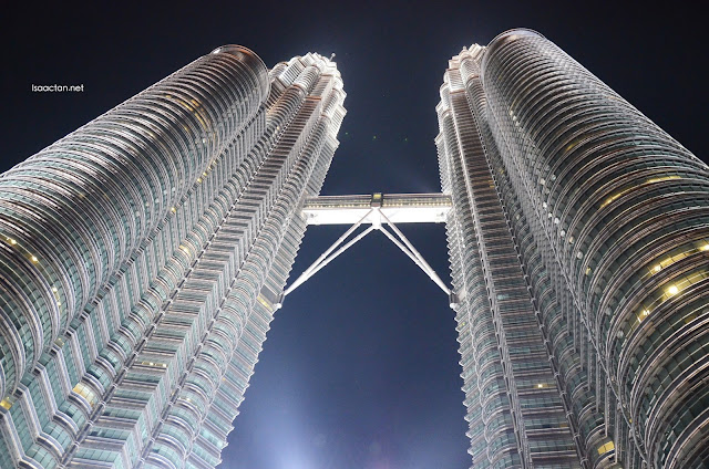 The mandatory KLCC shot as seen from the streets below.