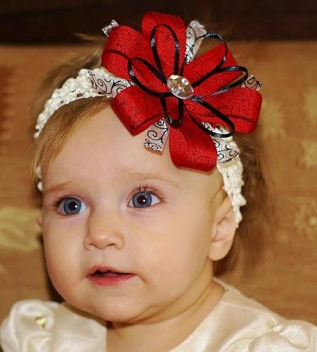 Photo bébé avec yeux bleus  virtuel
