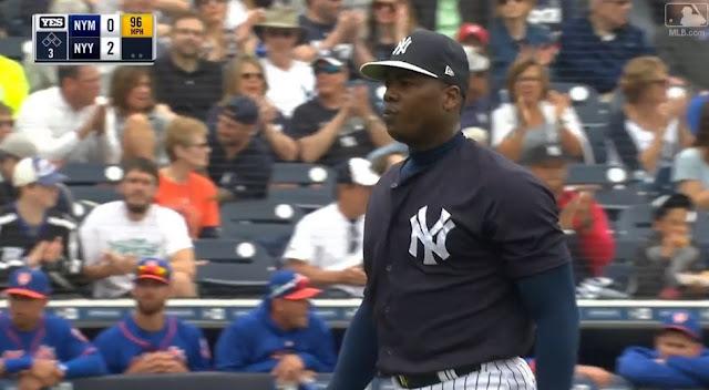 El lanzallamas cubano Aroldis Chapman tiró un inning de 3 bateadores en el 3ro, con dos de ellos viendo pasar los strikes tras sus demoledoras rectas
