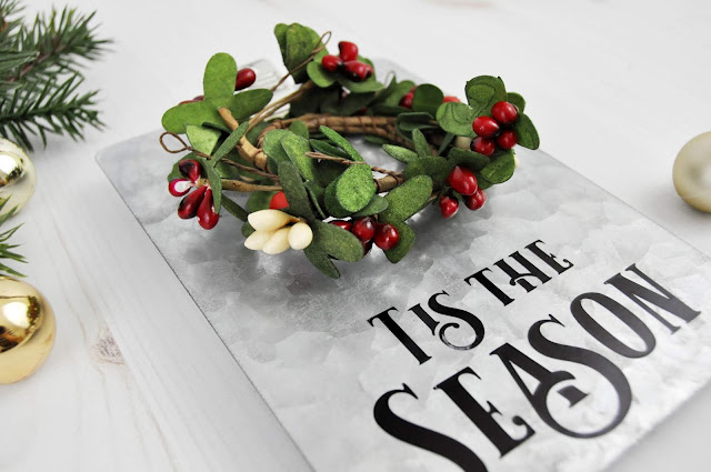 Jillibean Soup Galvanized Christmas Clipboard designed by Jen Gallacher for www.jillibean-soup.com. #christmascraft #jillibeansoup #jengallacher