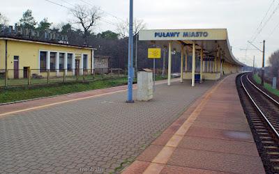 http://fotobabij.blogspot.com/2016/01/zdjecie-dworzec-pkp-puawy-od-strony.html