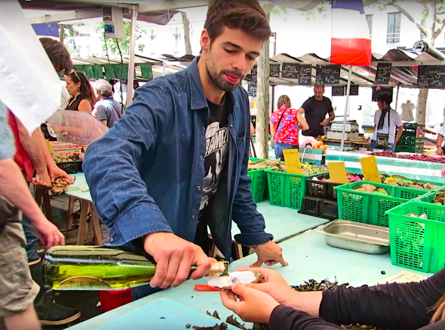 paris market scene