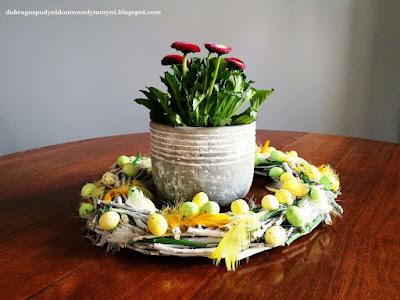 wianek z gałązek, DIY, inspiracje na wiosnę, wiosna, natura, wianek z wierzby, wielkanocne dekoracje
