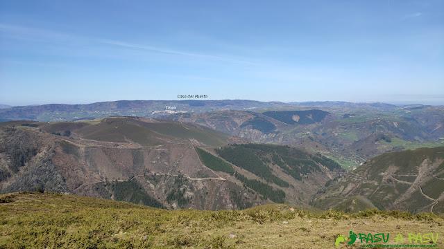 Tineo y la Casa del Puerto desde el Pico Brañasín