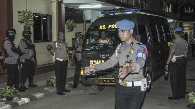 Isak Tangis Keluarga Pecah Iringi Pemakaman AIPDA Denny Setiadi, Korban Kerusuhan di Mako Brimob