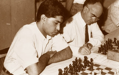 Los ajedrecistas José Antonio García Castillo y Roger Caballé Sasot
