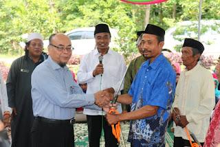 Rektor UM Metro Dampingi Ketua BAZNAS Provinsi Lampung Salurkan Bantuan di Desa Sukadamai