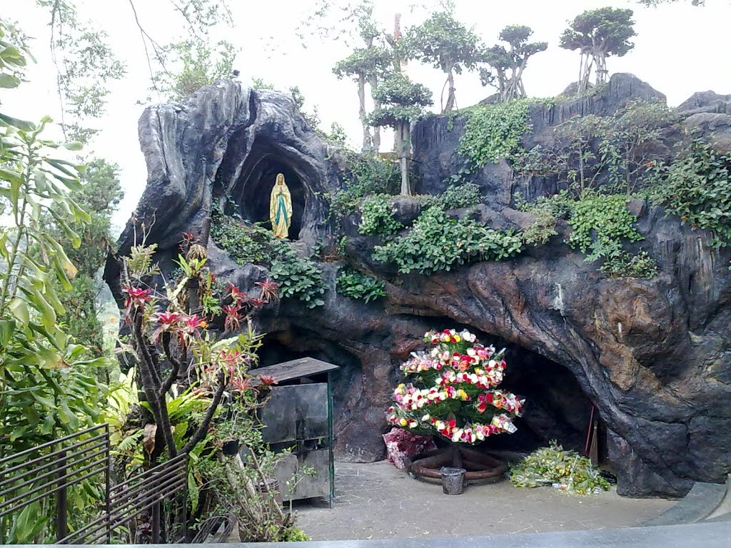 Pariwisata Indonesia: Gua Maria Lembah Karmel Lembang