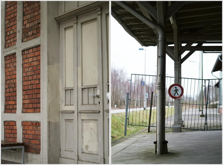 Blog + Fotografie by it's me fim.works - Bahnhof Dissen, Backsteinwand, vernagelte Tür, Fachwerk, Bauzaun, Verbotschild