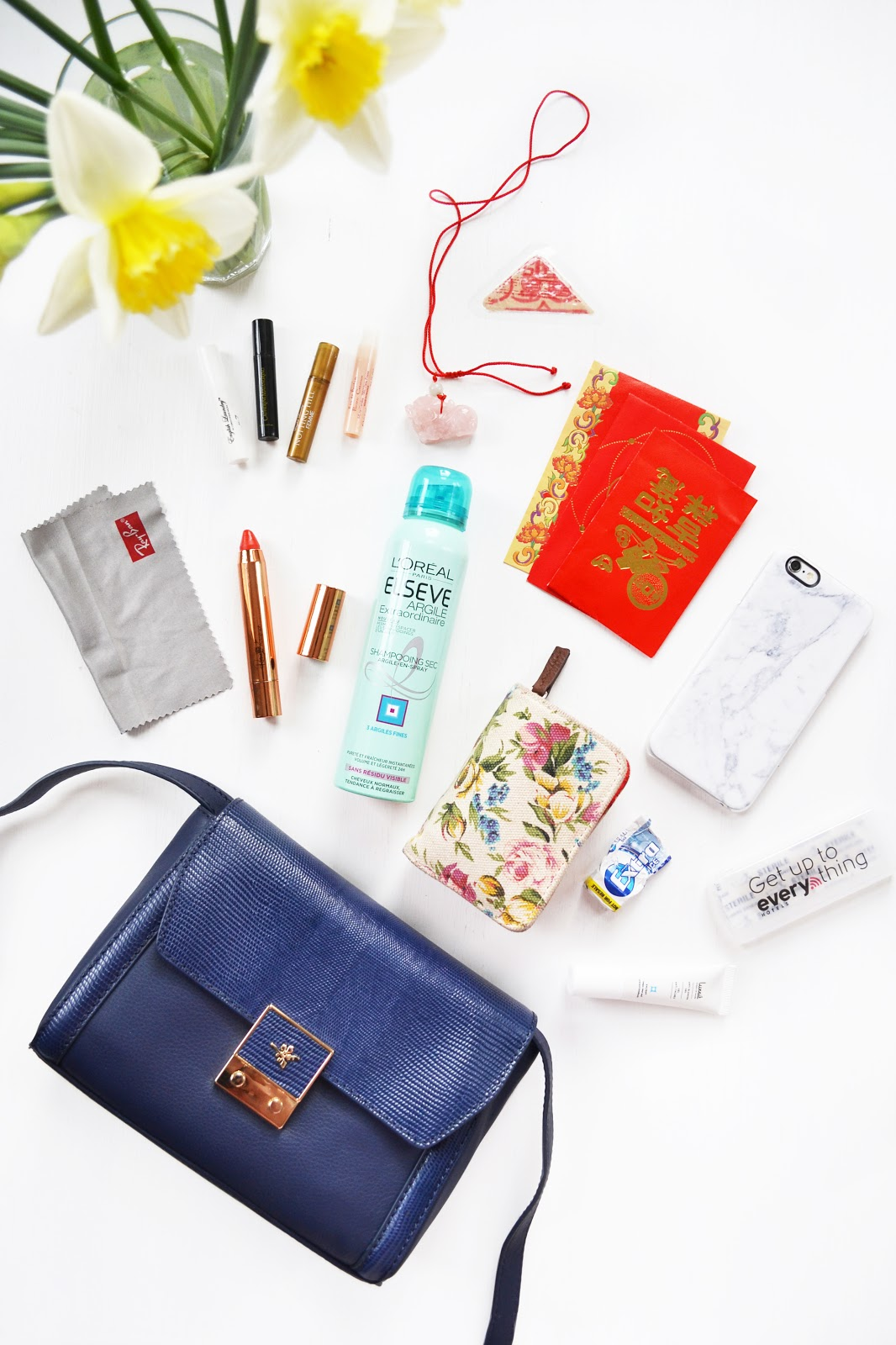 fashion blogger whats in my bag