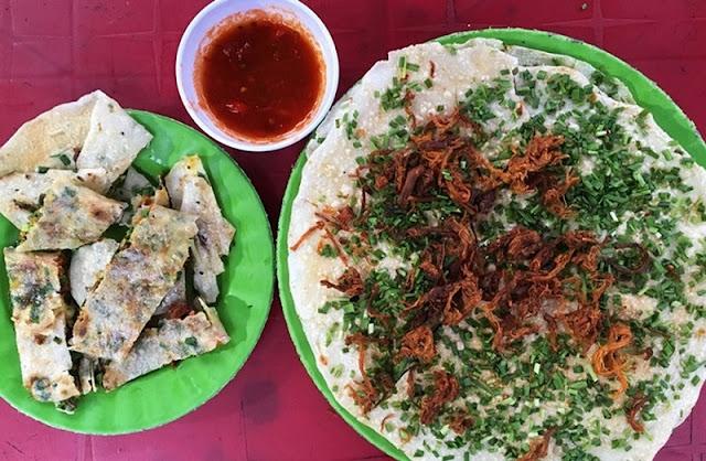 Get your lips around this crispy rice paper wonder in central Vietnam 1