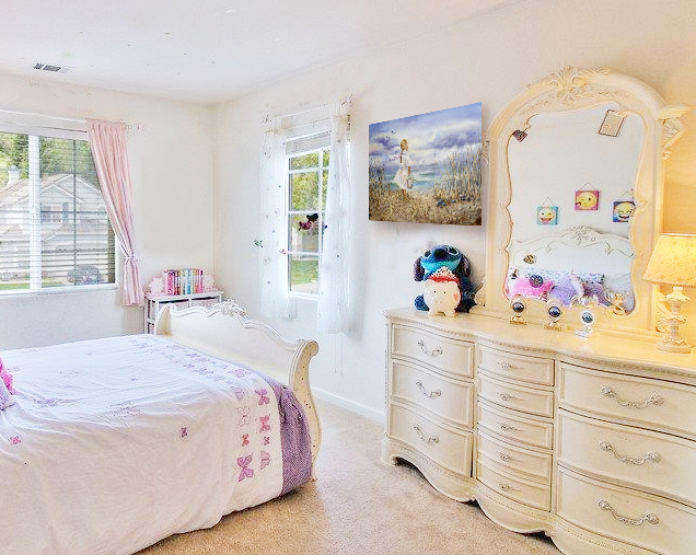 girl's room interior decor