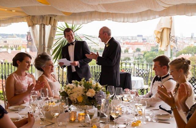 Agar pernikahanmu lebih berkesan, kamu tidak harus mengundang semua orang untuk datang