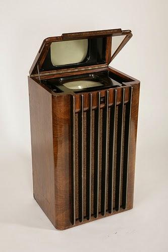 Ein Fernsehgerät von 1937 im Museum für Kommunikation Nürnberg.