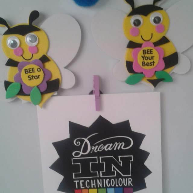 Motivational bee badge kit, Baker ross