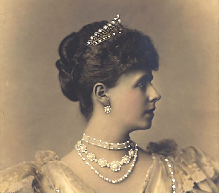 Romania Looking For Queen Maries Lost Jewels The Court Jeweller