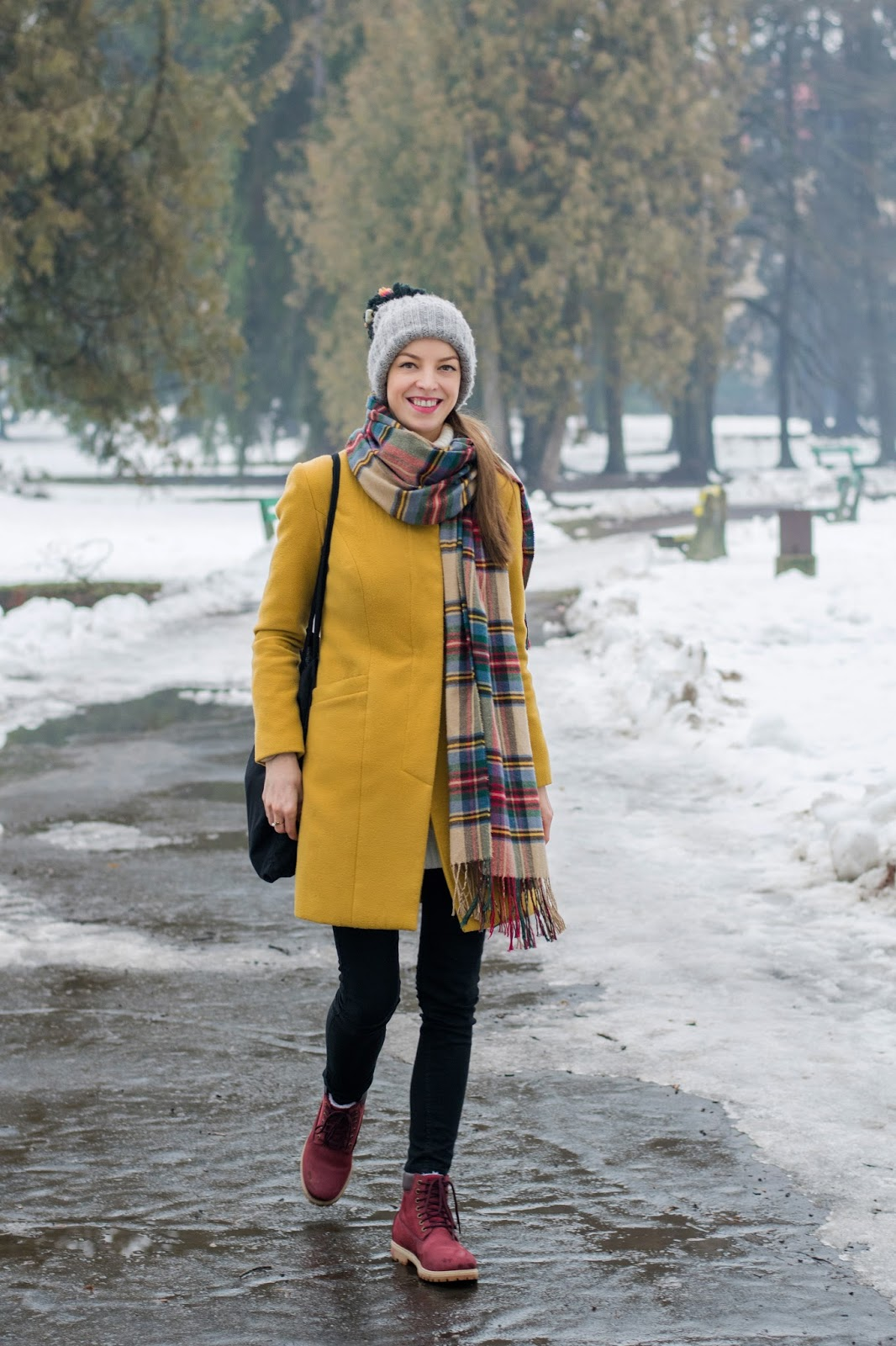 0203d361f7 kabát  Ivana Klepáčová (tvorba  kontakt)  šál  vintage  čiapka  zara   nohavice  h m  topánky  house  hodinky  oriflame  prsteň  vintage