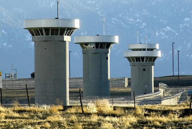 A vuelapluma. El negocio industrial-penitenciario: Una denuncia