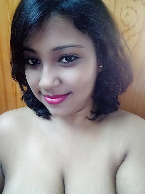 Desi Cute Bhabhi Nude Selfies pics