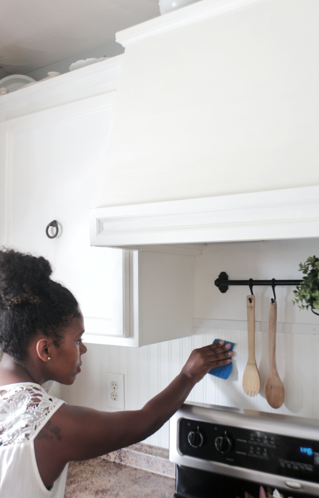 "How to Keep those Painted Cabinets ""Brite"" and White with Scotch-Brite®"