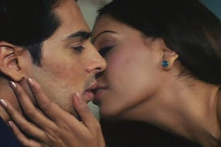 Bipasha Basu Kissing To Dino Morea