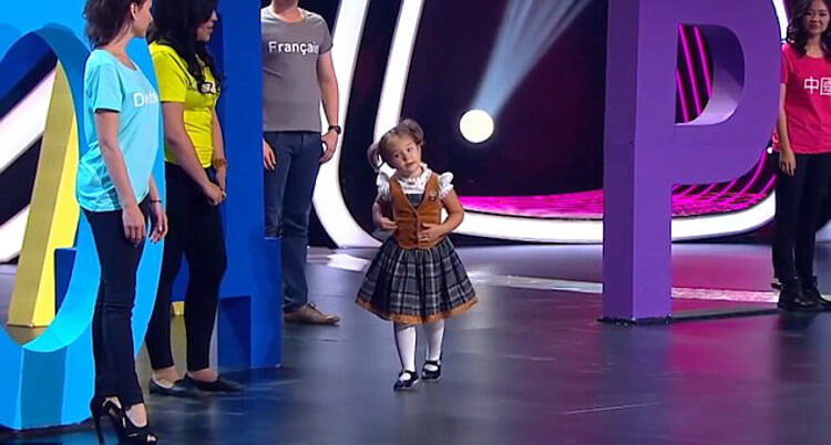 4-Year-Old Bella Speaks 7 Different Languages Fluently And Surprises The World (Video)