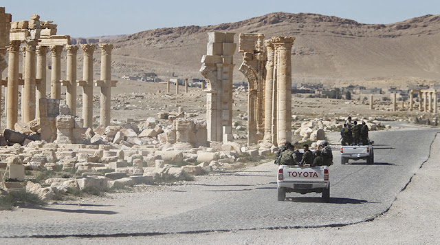 Ρώσος πτέραρχος εξηγεί γιατί έπεσε η Παλμύρα στη Συρία