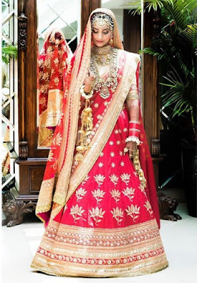 sonam-sticks-to-traditional-red-for-her-wedding-dress