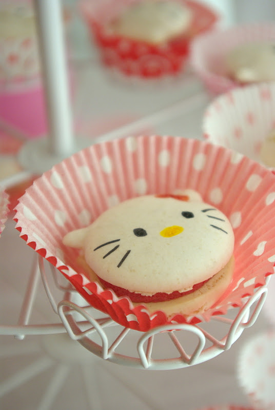 Hello Kitty Birthday Party: Macaroons and Kid Sushi ...