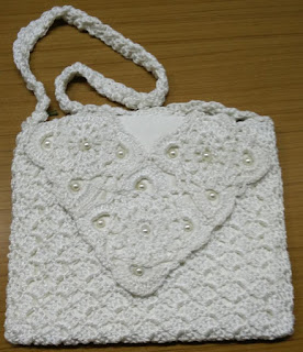 free crochet sling bag pattern, free crochet beaded purse pattern,