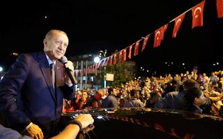 Ερντογάν: «Μην ανησυχείτε, εκείνοι έχουν τα δολάριά τους, εμείς έχουμε τον Θεό μας»
