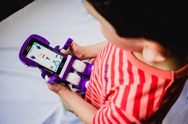 Robot educativo chileno será fabricado por empresa que produce productos Apple