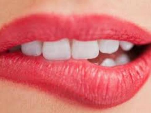 Cara Sederhana Ini Bisa Putihkan Gigi