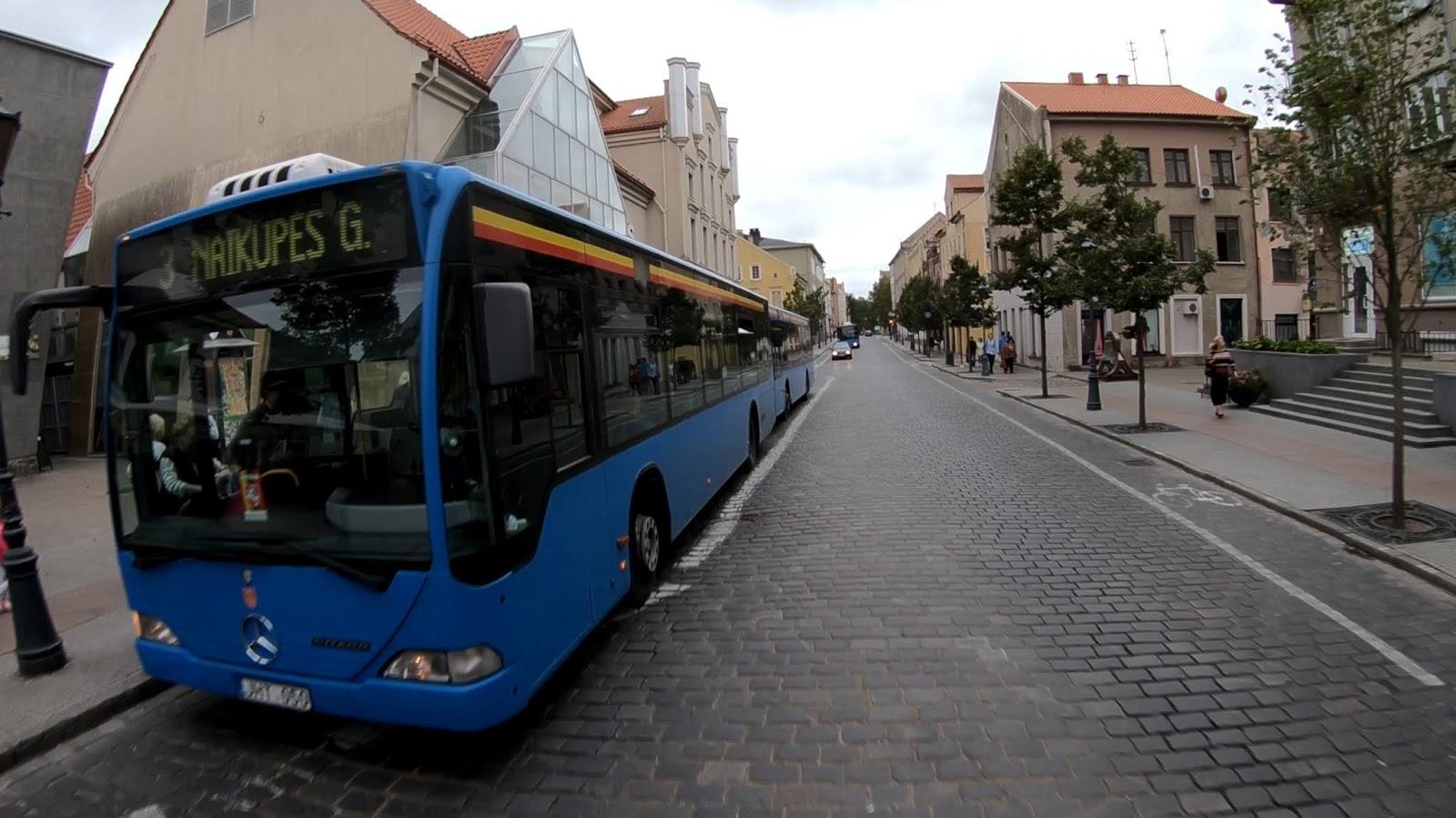 Автобусы на остановке
