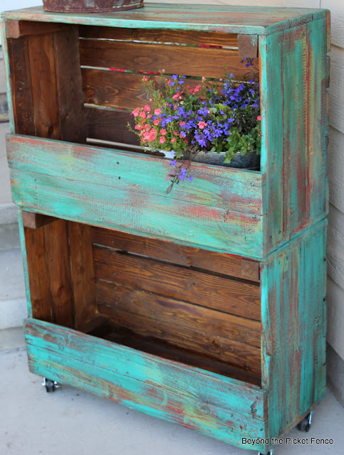 crate storage repurposed http://bec4-beyondthepicketfence.blogspot.com/2012/07/great-crate-storage.html