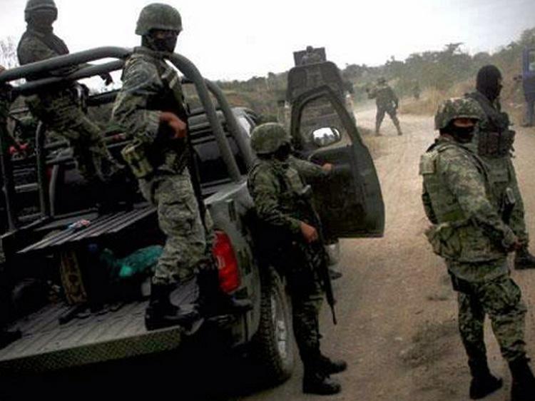 Sicarios vestidos de Marinos secuestran a 5 policías en Aquila Michoacán
