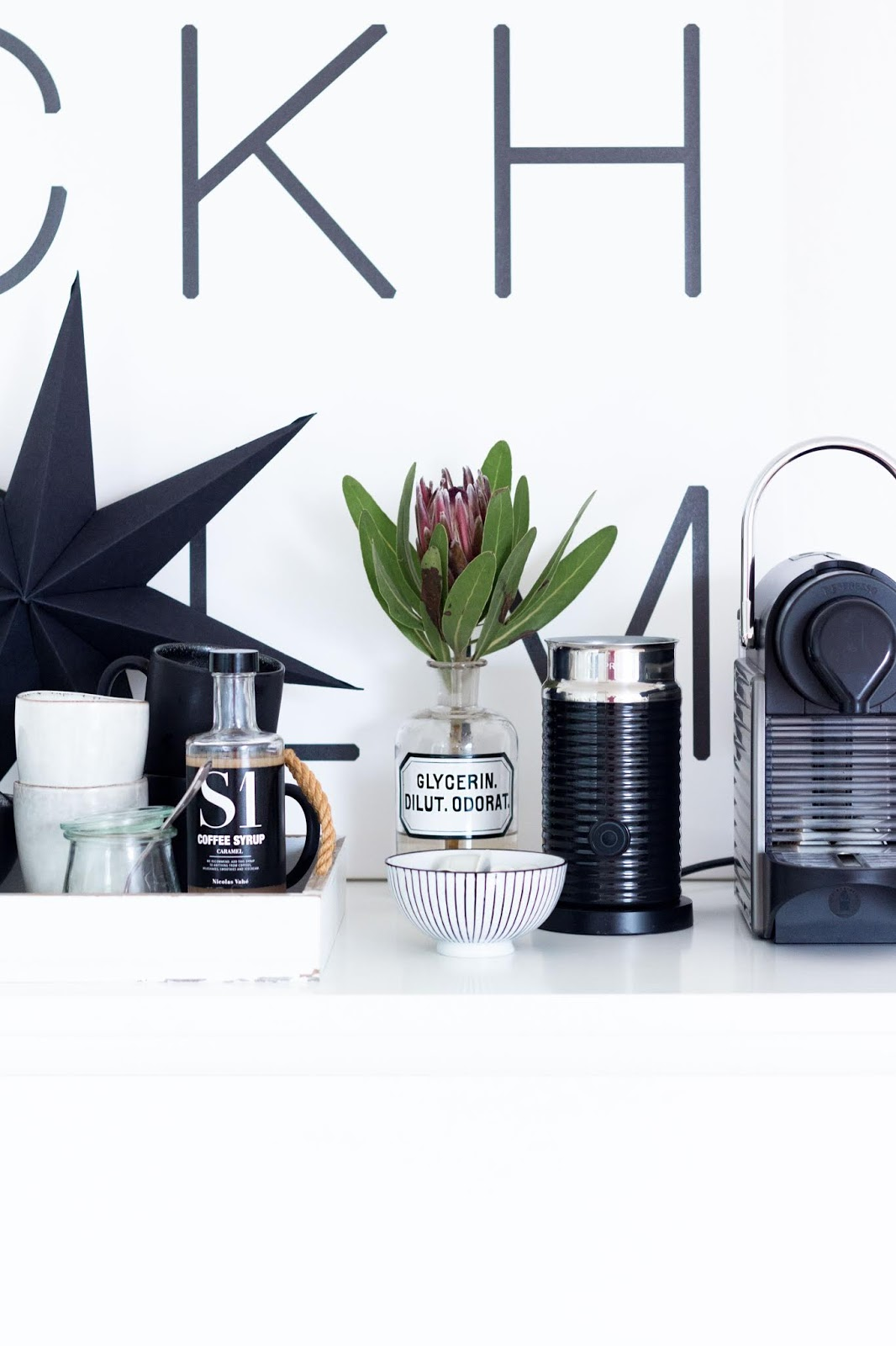 Schwarz Weiße Weihnachtsdeko.Interior Schlichte Minimalistische Schwarz Weiße Deko Für Die