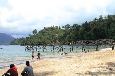 Pantai Pasir Putih Karanggongso Trenggalek