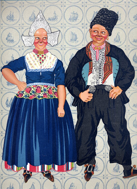 AND VOILA! Mahal and I become a Dutch maid and a Dutchman for a while. Thanks to Volendam! Believe me, we just look as exactly like this...