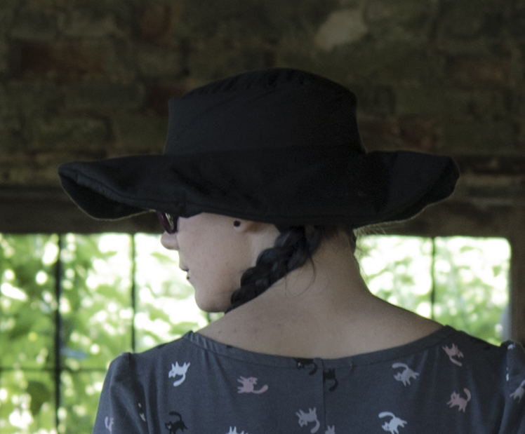 Tutorial how to sew easy wide brimmed black gothic summer sum hats