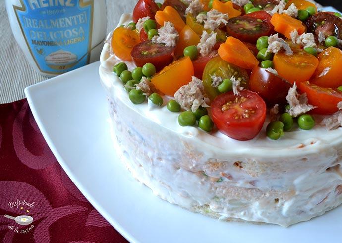Pastel de atún y ensaladilla frío casero (Receta fácil)