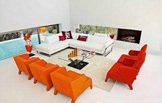 sala color naranja y blanco