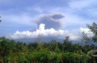 Gunung Barujari Meletus, Lontarkan Abu Setingi Dua Ribu Meter